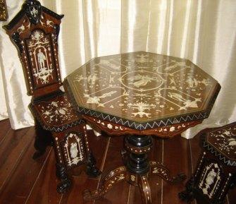Jogo de cadeiras e mesa para chá pertencentes a marquesa